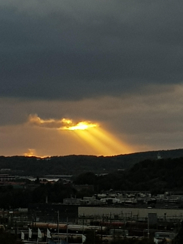 Solnedgång från samma ställe tagna med mobilkamera